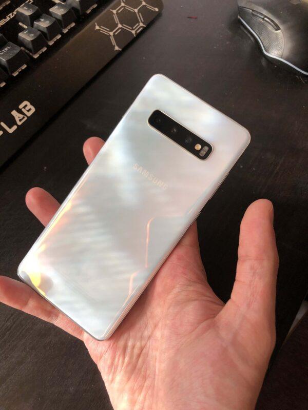 Exterior-Samsung-Galaxy-S10+