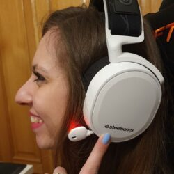 modelo SteelSeries Arctis 7